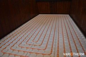 Dunne vloerverwarming op houten underlayment vloer