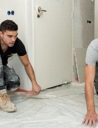 Dampdichte folie voor vloerverwarming droogsysteem leggen