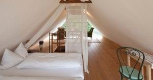 Hotel met plintverwarming droogbouw vloerverwarming en wandverwarming
