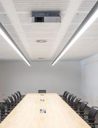 vergaderruimte koelen met akoestisch klimaatplafond